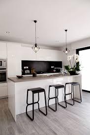 photo cuisine blanche suspension blanche design cuisine blanche with plan de travail bois