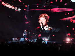 ed sheeran xcel ed sheeran entertains 15 000 fans 2 marriage proposals in sold out