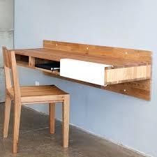 construire un bureau en bois fabriquer bureau bois recycler du bois de palette pour en faire une