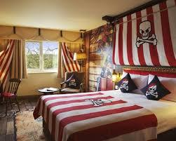 decoration chambre pirate déco chambre enfant pour garçon thème marin et voyages pirate