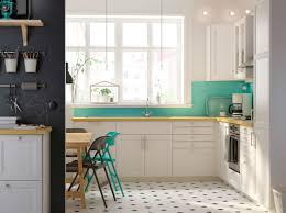 cuisine bouleau cuisine blanche avec portes laxarby plan de travail karlby en