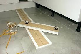 fixation plinthe cuisine plinthes pour meubles cuisine plinthes pour meubles cuisine poser