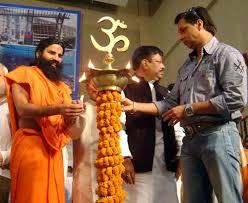 swami ramdev ji with madhur bhandarkar at the l lighting ceremony