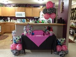 len u0027s bday cake table set up for her monster high bday bash