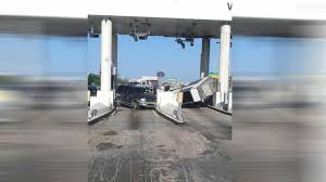photo booth houston suv slams into toll booth with worker inside abc13