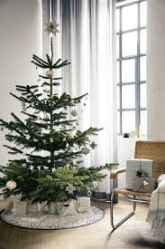 incredibly chic modern minimalist christmas trees christmas 2014