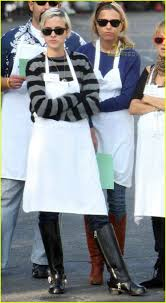 pregnant thanksgiving nicole richie u0027s thanksgiving homeless shelter photo 753631