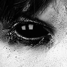 imagenes en negras lentillas negras para miradas siniestras