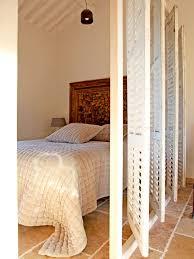 cloison pour separer une chambre 55 idées pour séparer l espace en beauté persiennes cloisons et