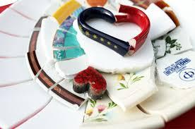 geschirr fã r polterabend scherben bringen glück mosaik kunst hamburg