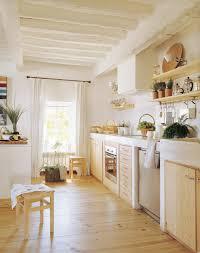 Rental Kitchen Ideas Cocina Campestre Con Muebles De Pino Y Paredes Blancas Cocina