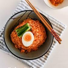 cuisine cor馥nne recette spicy cold kimchi noodles recettes asiatiques