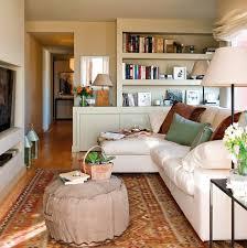 kleine wohnzimmer kleines wohnzimmer einrichten runde ottomane weiße