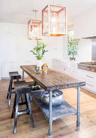 cuisine avec coin repas une grande table customisée pour un coin repas tendance