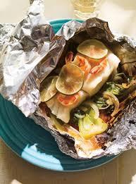 cuisiner de la morue papillotes de morue crevettes et bok choy ricardo