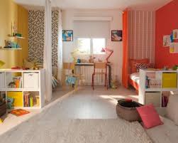 chambre pour deux enfants séparation chambre pour deux enfants avec des rideaux rooms