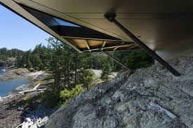 cliff house shaped by ragged site and stunning views