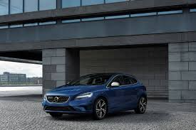 volvo hatchback 2016 volvo premieres facelifted v40 autolyzer com automotive news