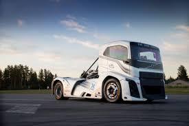 volvo truck video volvo iron knight volvo u0027s new record breaking truck video