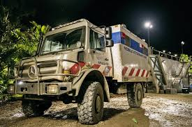 jurassic world vehicles get away from dinosaurs in a unimog museum monday episode 1