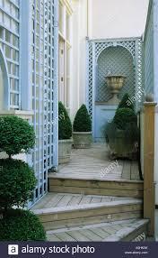 roof garden london design stephen crisp blue trellis wooden steps