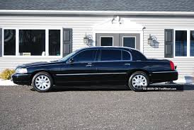 Old Lincoln Town Car 2009 Lincoln Town Car Information And Photos Zombiedrive