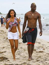 alexis sanchez wife arsenal and chelsea target mario balotelli on holiday with fiancé