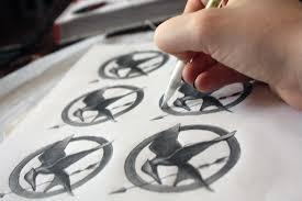 mockingjay pin tutorial u2013 holly every day