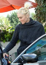 gwen stefani getting her nails done in west hollywood 1 of 26 zimbio