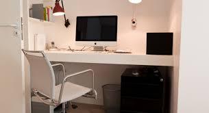 maison et travaux chambre aménagement d une chambre parentale avec coin bureau dans un