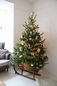 Decorate Christmas Tree Naturally by Learn How To Easily Flock Your Own Christmas Tree Using Sno Flock