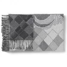 plaid gris pour canapé plaids et couvertures pour le canapé designers avenue