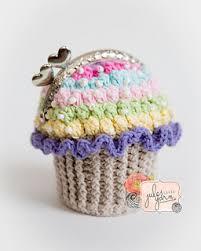 cupcake purse ravelry cupcake clutch coin purse pattern by julie schappert