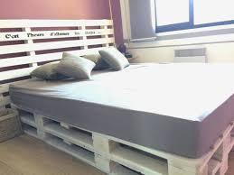 construire un canape avec des palettes matelas palette beau canape fabriquer un canape avec matelas la