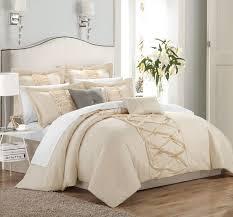 White Ruffled Comforter Best 25 Ruffled Comforter Ideas On Pinterest Shabby Chic