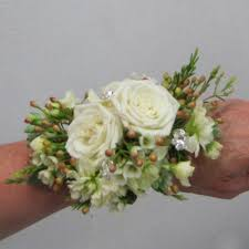 Where To Buy Corsages For Prom Best 25 Wristlet Corsage Ideas On Pinterest Prom Wrist Corsage