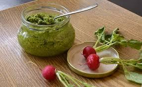 cuisiner les fanes de radis pesto de fanes de radis sans produit laitier ma cuisine santé