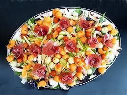 cuisiner cru salade fruitée au jambon cru la recette facile par toqués 2 cuisine