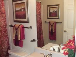 inexpensive bathroom decorating ideas bathroom towel decorating