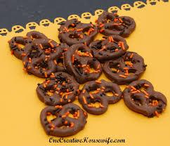halloween pretzel one creative housewife halloween chocolate covered pretzels
