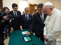 trump pope francis pope francis could learn some social media skills from donald