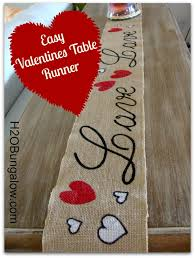 valentine s day table runner easy valentines day table runner h20bungalow