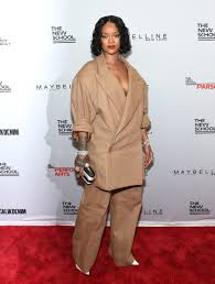 Clothes To Hide Pregnancy Is Rihanna Hiding Her Pregnancy Under Her Oversize Clothing Trace