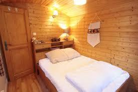 chambres d hotes kaysersberg gîte de la weiss et sa roulotte maison de vacances kaysersberg