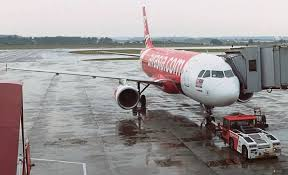 airasia bandung singapore 46 year old airasia employee dies onboard a flight from kl
