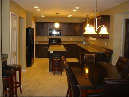 what colors go well with oak kitchen cabinets what color goes
