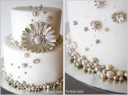 choosing a beautiful wedding cake