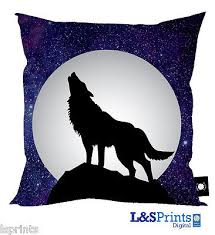 howling moon design cushion