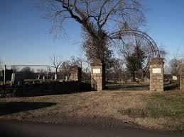 11 of the creepiest haunted cemeteries in tennessee