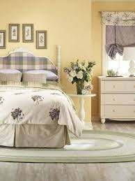 Light Colored Bedroom Furniture by Best 20 Yellow Walls Bedroom Ideas On Pinterest Yellow Bedrooms